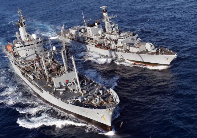 HMS Richmond RAS with RFA Black Rover